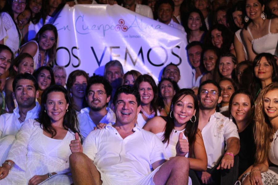 """""""Nos vemos en 2015"""", dice el cartel. Foto de familia."""