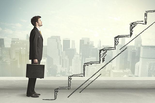 Hombre-ante-la-escalera